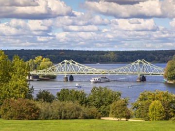 Glienicke Bridge between Potsdam and Berlin (Credit: Fotolia/CeHa)