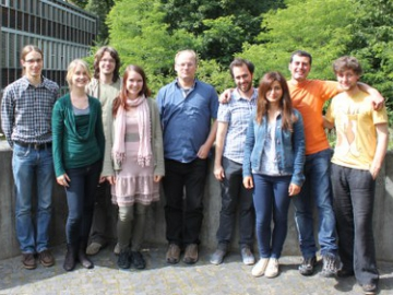 Summer meeting of the Leibniz Graduate School: 7 students and a professor standing together