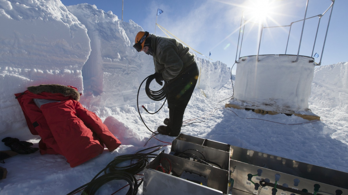 An IceCube Scientist setting up an IceTop tank. (Credit: Freija Descamps/NSF, 2011)